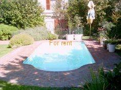 Swimmingpool in private garden