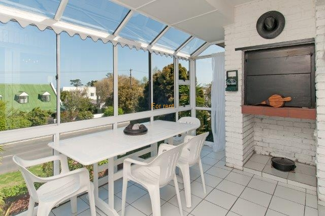 Lovely spacious 3 bedroom apartment with enclosed balcony and braai facilities