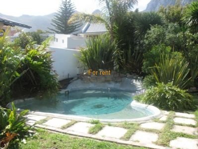 Modern Holiday Home in quiet str with pool in enclosed garden. Two streets from Grotto Beach